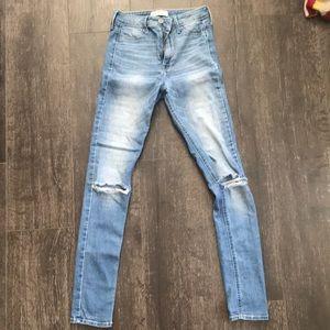GEMTLY WORN Hollister jeans